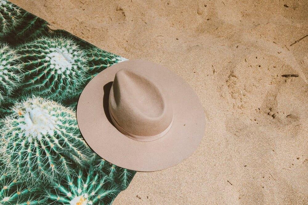 Trendy na plażę. Jak wybrać modny ręcznik?